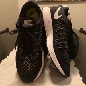 Men's  Nike size 13 shoes/ zoom Pegasus 32 brand